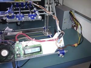 Der 3D-Drucker nach der Umrüstung auf ein einzelnes Netzteil